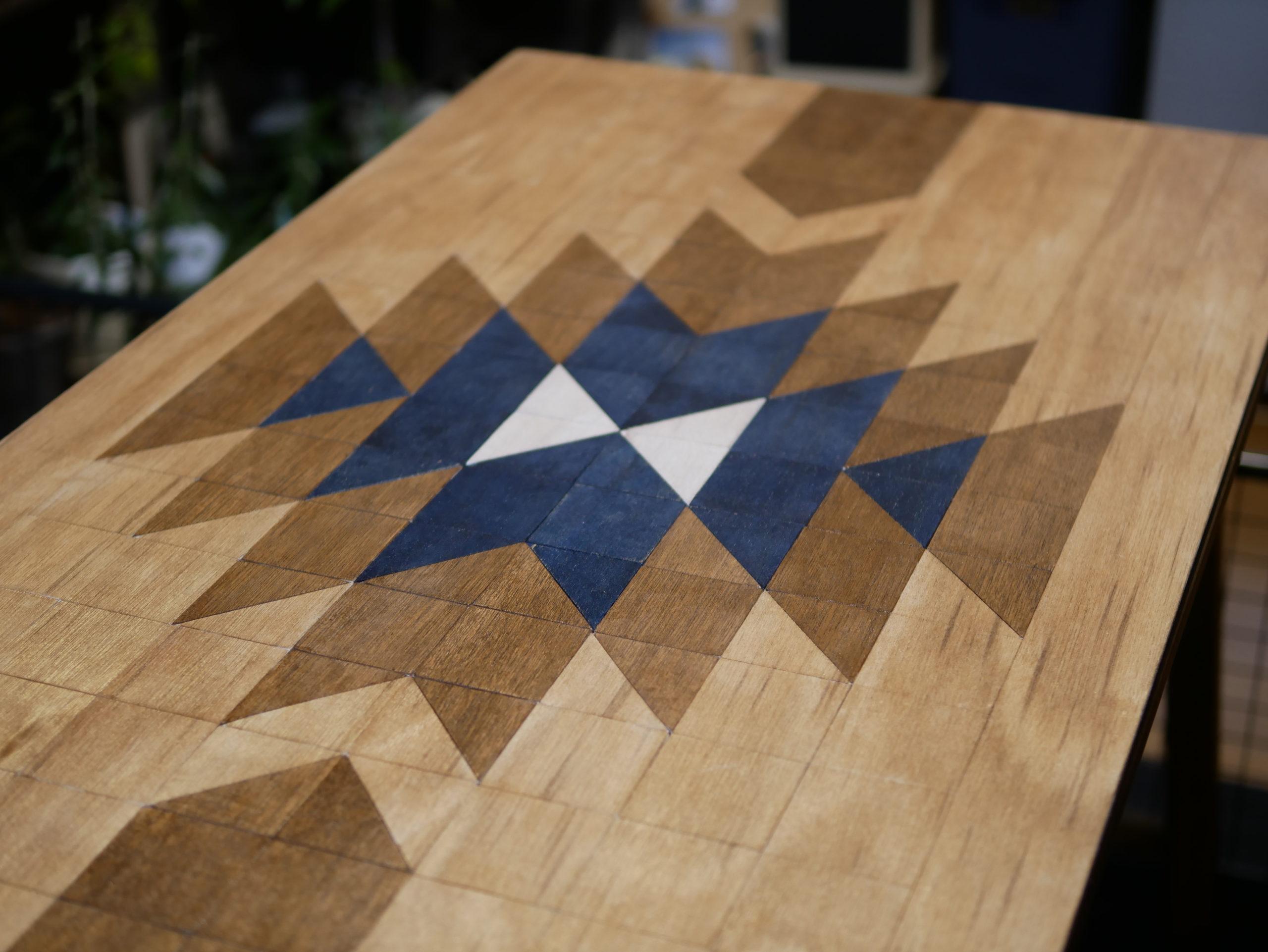 オルテガ柄テーブル